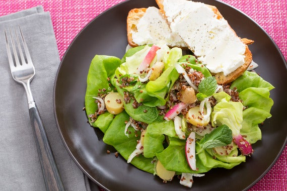 SPRING SALAD WITH GOAT CHEESE TOAST