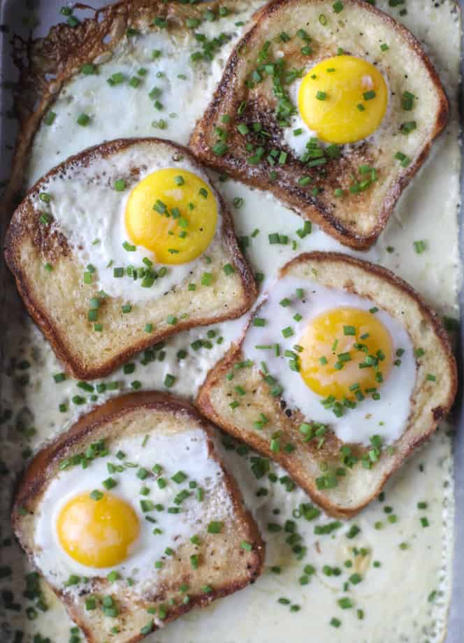 OVEN TOASTS WITH EGGS AND CREAM