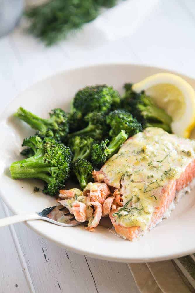 Baked Salmon with Creamy Garlic and Dill Topping