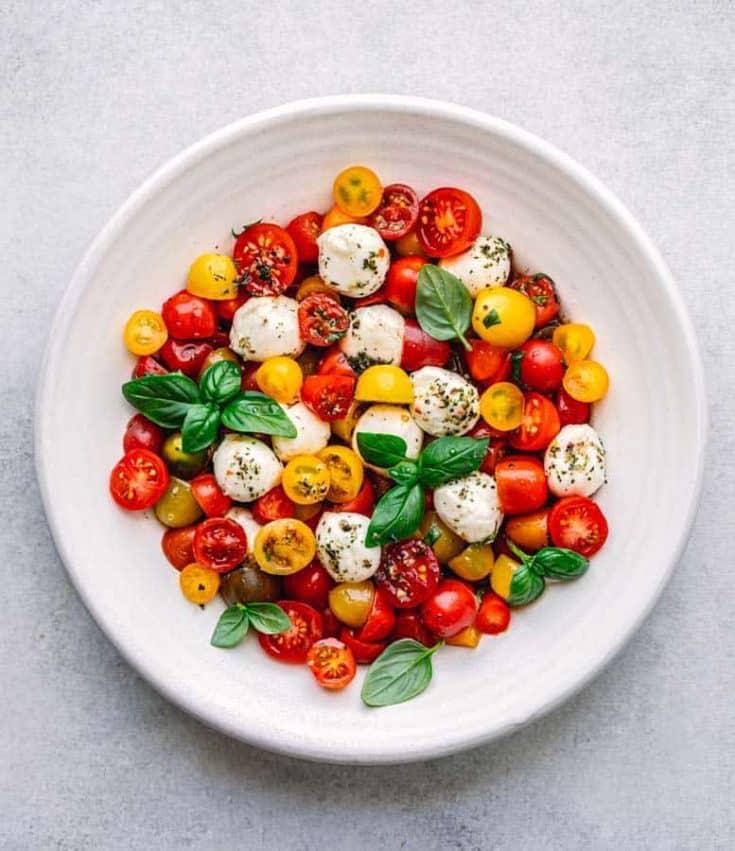 Fresh Caprese Salad with Basil