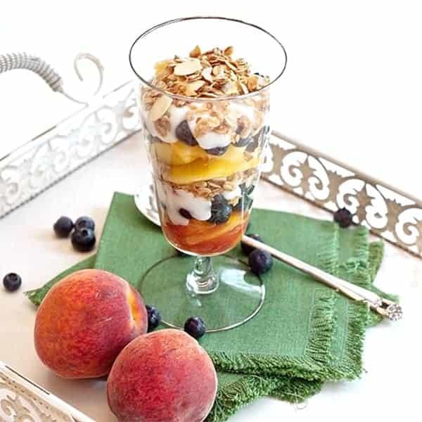 Peach and blueberries yogurt parfait