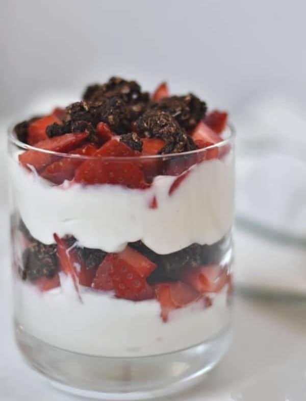 Protein-rich yogurt parfait recipe