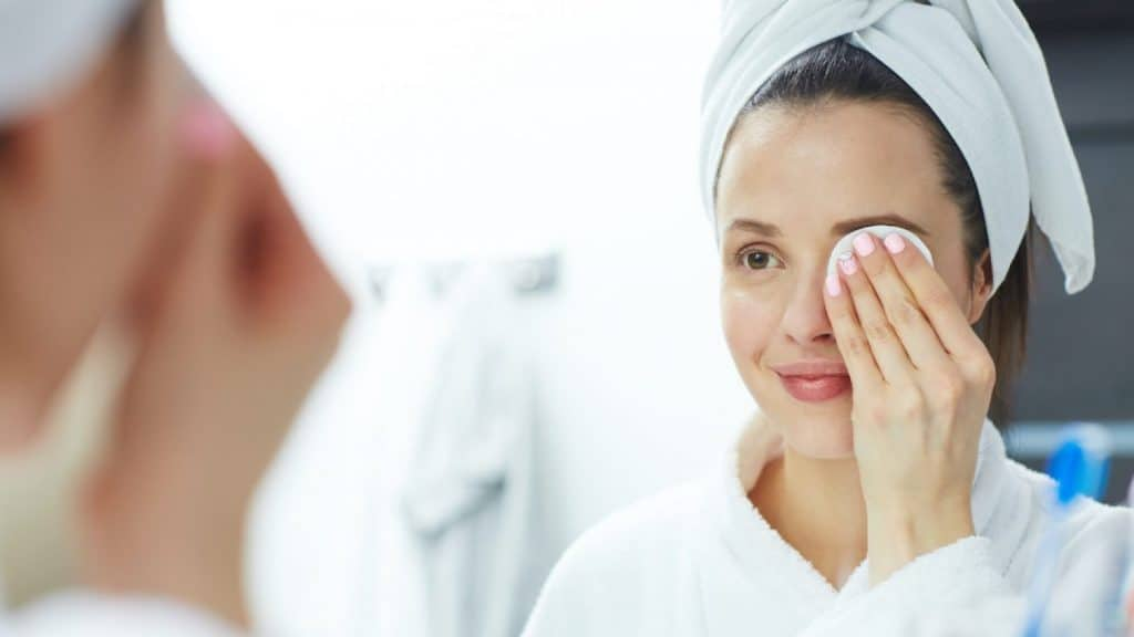 Reasons to Use DIY Makeup Remover